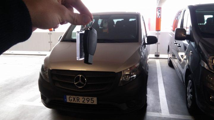 Oskar och Hampus fick köra en Mercedes helt gratis från Hamburg till Stockholm